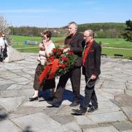 Za krajský výbor KSČ položili věnes Stanislav Grospič, Věrka Kroftová a Jan Klán