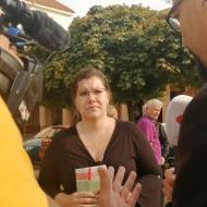 Ladislava Šimková, trojka na kandidátce KSČM dávala na náměstí ve Stochově rozhovor pro televize